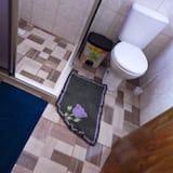 Economy Cabin, 1 Bedroom, Courtyard View - Bathroom