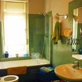 Double Room, Shared Bathroom (Sarah) - Bathroom