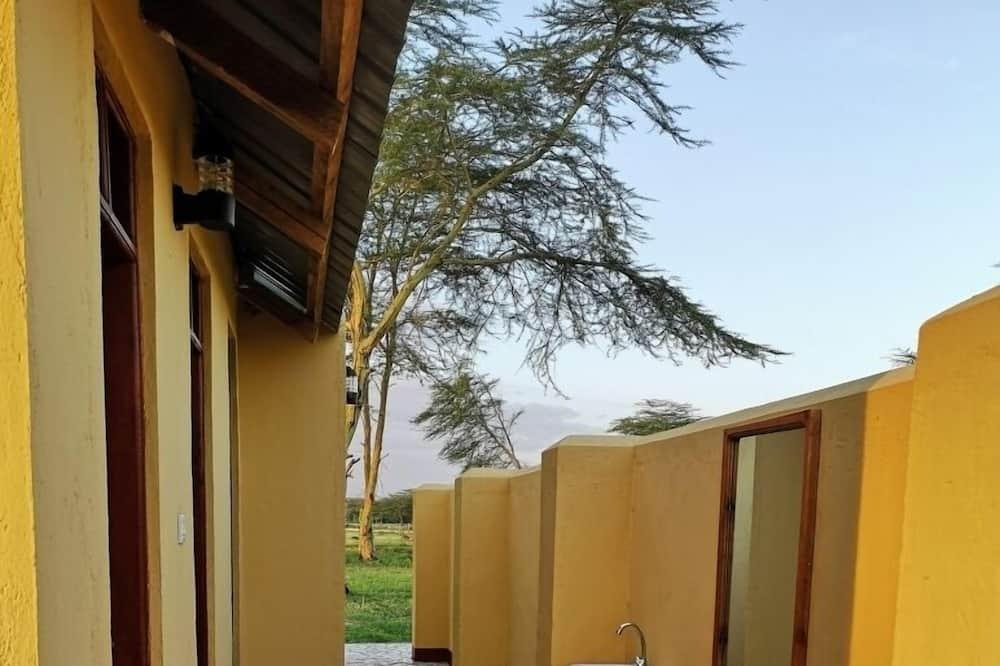 Palapinė su pagrindiniais patogumais, 2 viengulės lovos, vaizdas į sodą (Bell Budget) - Vonios kambarys