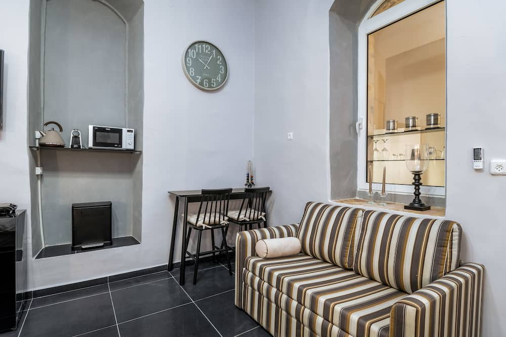 Deluxe Apartment, Multiple Beds - Living Area