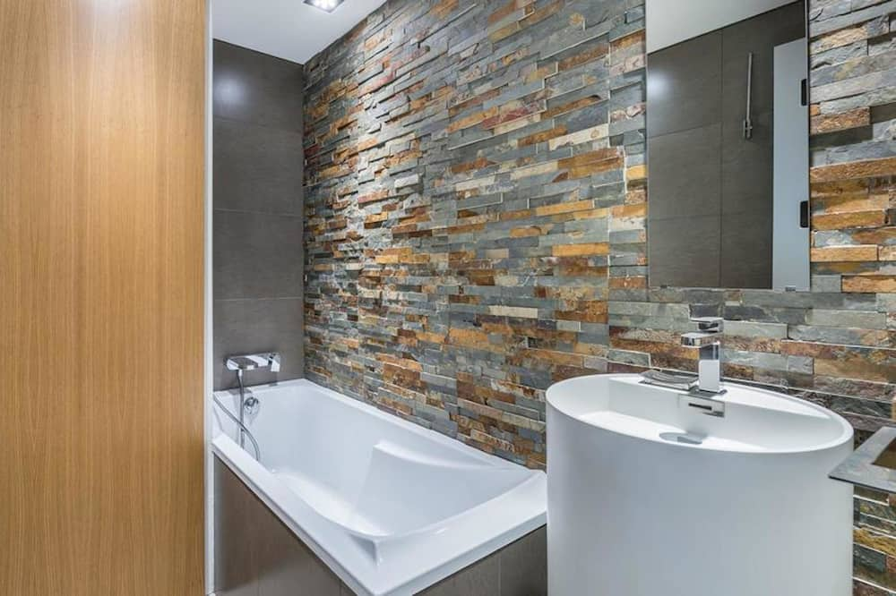 Apartment with Terrace - Bathroom