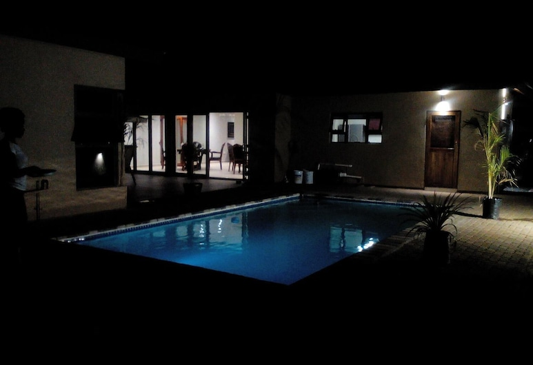 Peaconwood Boutique bed and breakfast, Palapye, Pool