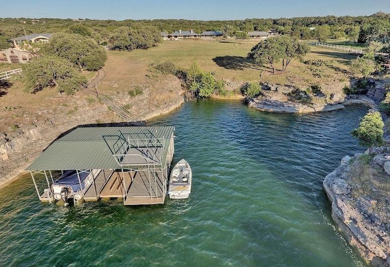The Estate on Lake Travis - A 10 Acre Waterfront Escape for Groups, Lago Vista, Kolam