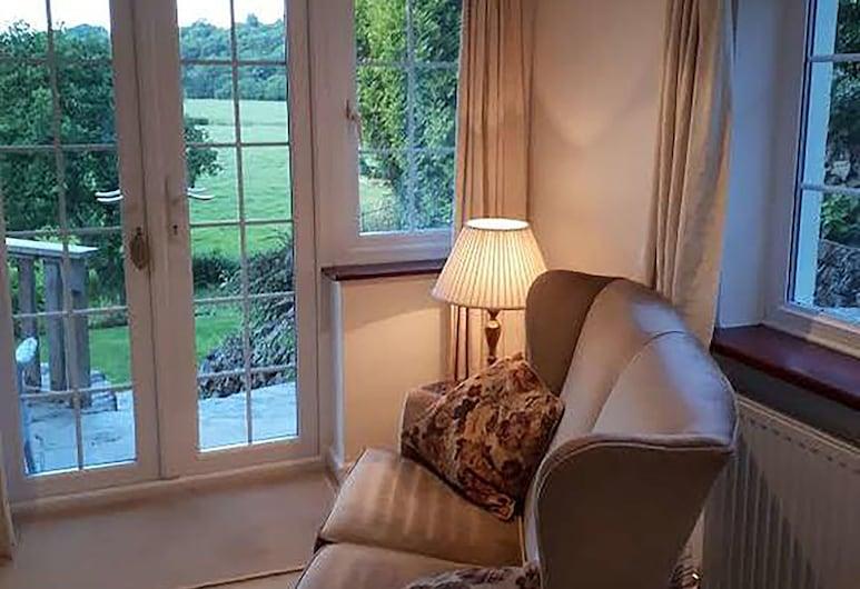 櫻草小屋民宿, Launceston, 高級套房, 1 張特大雙人床, 花園景觀, 客房