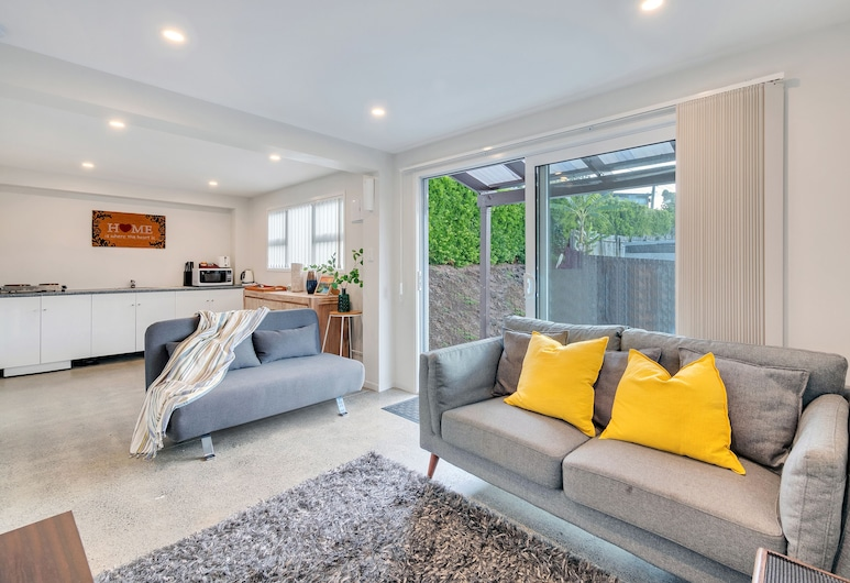 Cute and Modern unit | free parking and wifi, Auckland