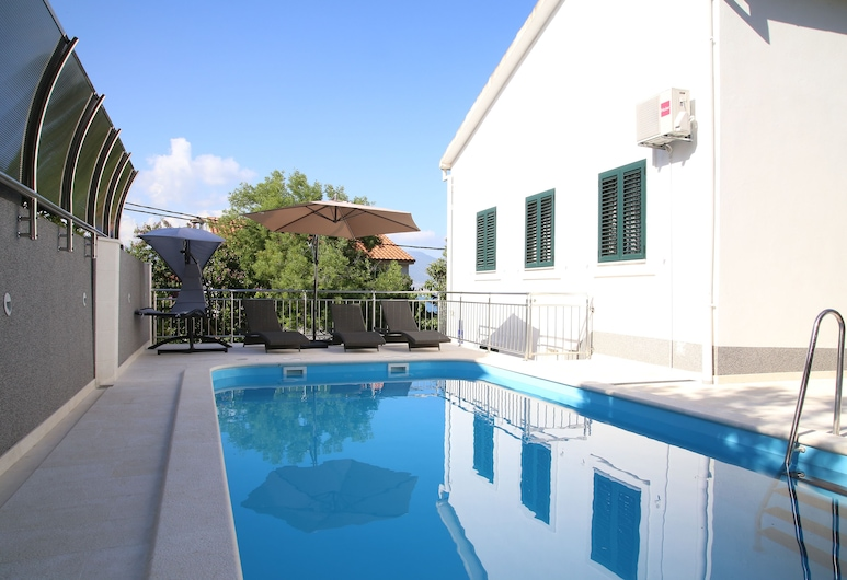 Luxury house with pool 50m from sea, Trogir, Buitenzwembad