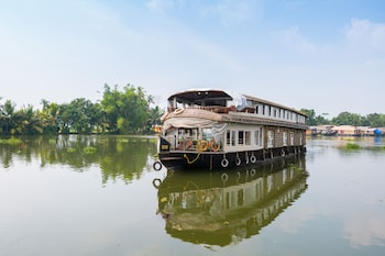 Picture of OYO 24611 Houseboat Water Cruise Sharing in Alappuzha