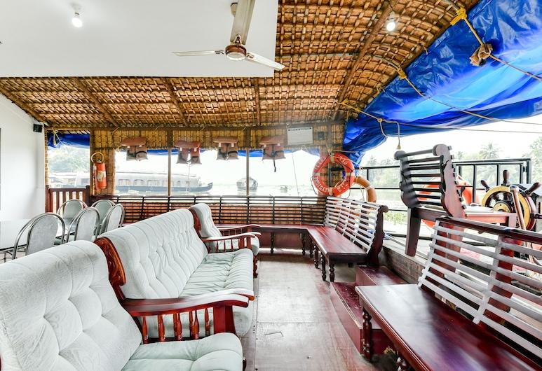 OYO 23103 Houseboat Ganga 5bhk Deluxe, Vaikam, Lobby