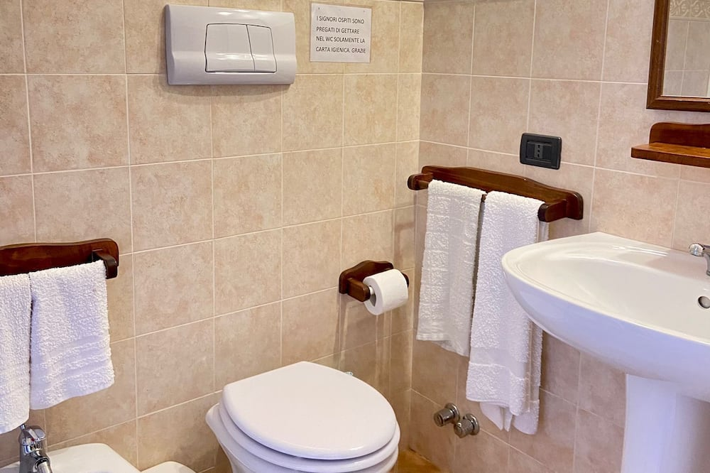 Comfort Triple Room - Bathroom Amenities