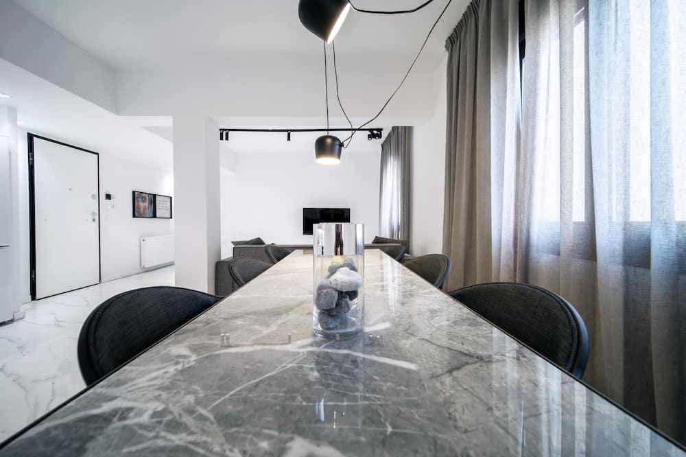Luxury Apartment, 2 Bedrooms (H404) - Ruang Tamu