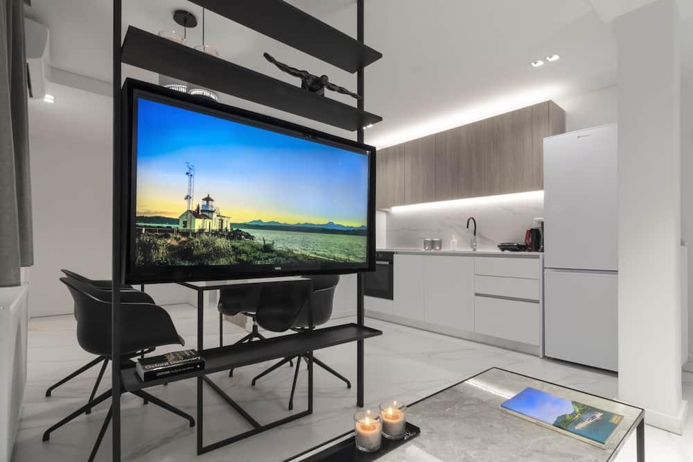 Luxury Apartment, 2 Bedrooms (H503) - Ruang Tamu
