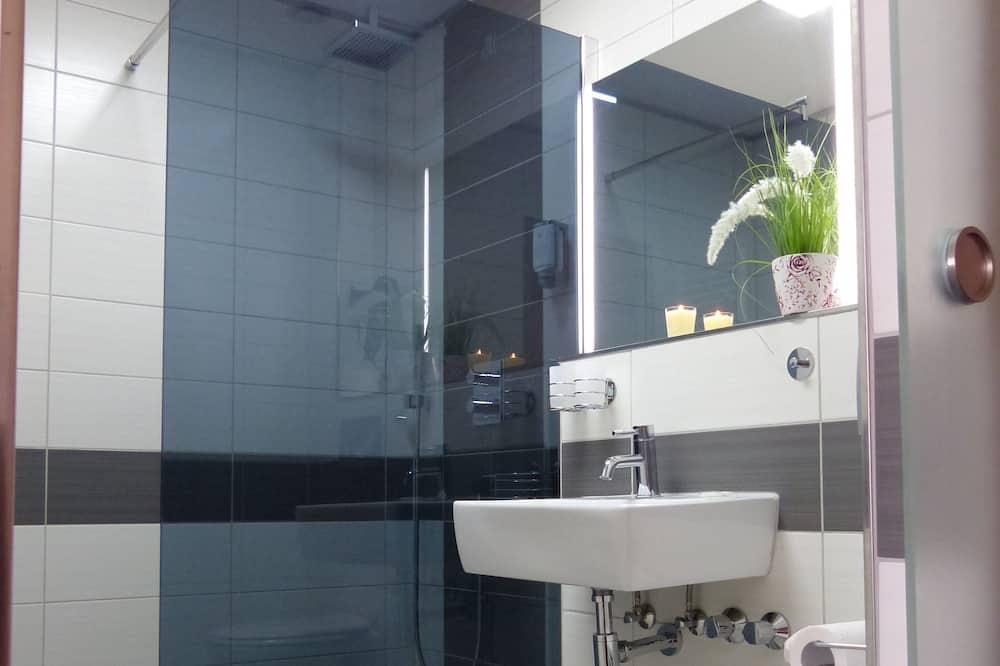Comfort vierpersoonskamer, niet-roken - Badkamer