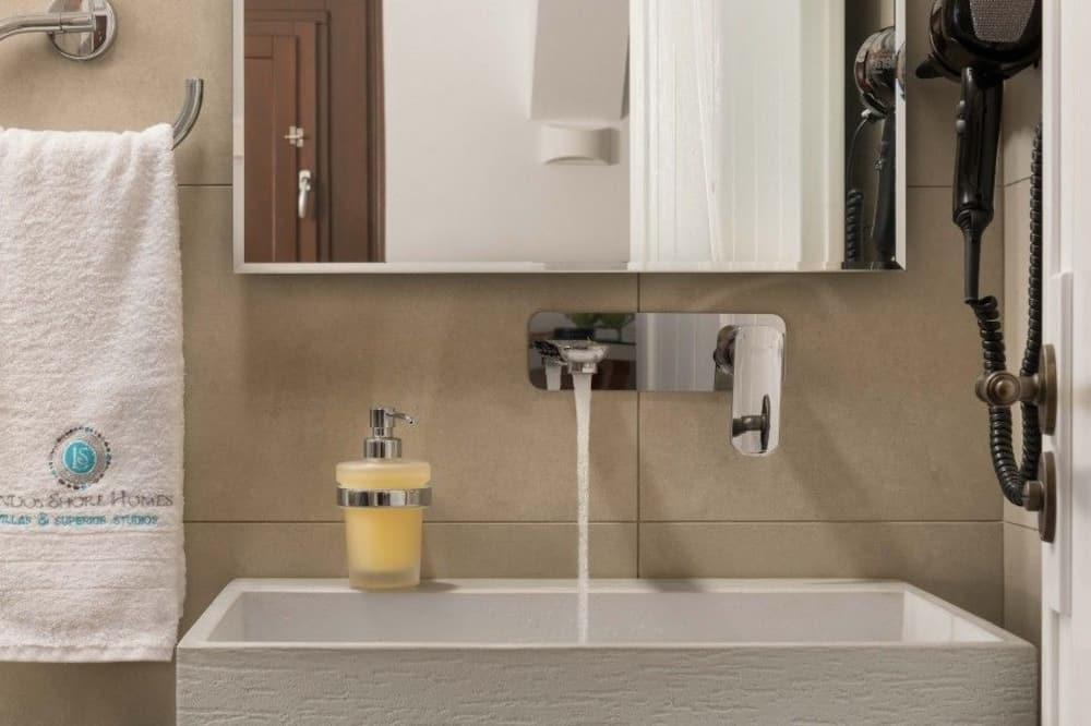Deluxe apartman, 1 bračni krevet - Umivaonik u kupaonici
