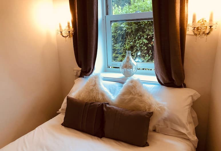 Cobbles Guest House, Keighley, Traditional Double Room, Ensuite (Small double room), Guest Room