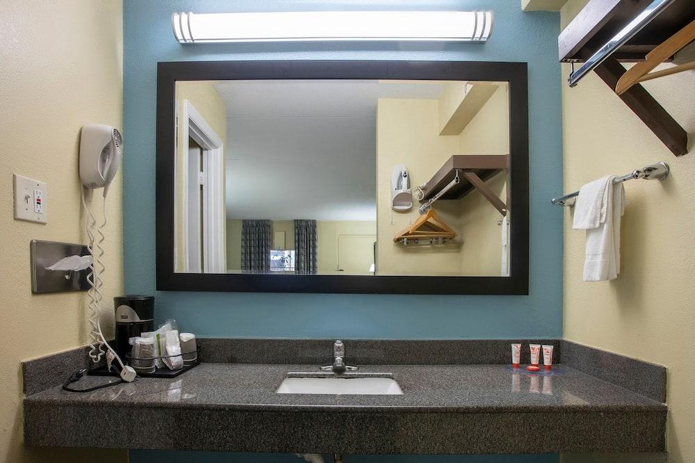 Premium Room, Multiple Beds - Bathroom