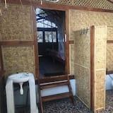 Traditional Bungalow - Bathroom
