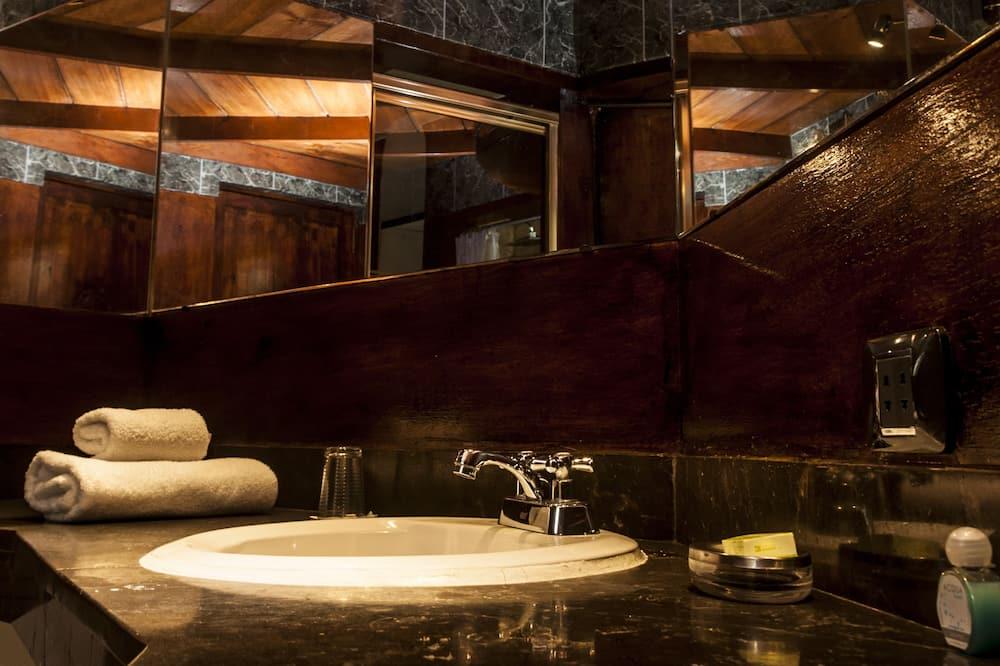 Chambre Double - Lavabo de la salle de bain