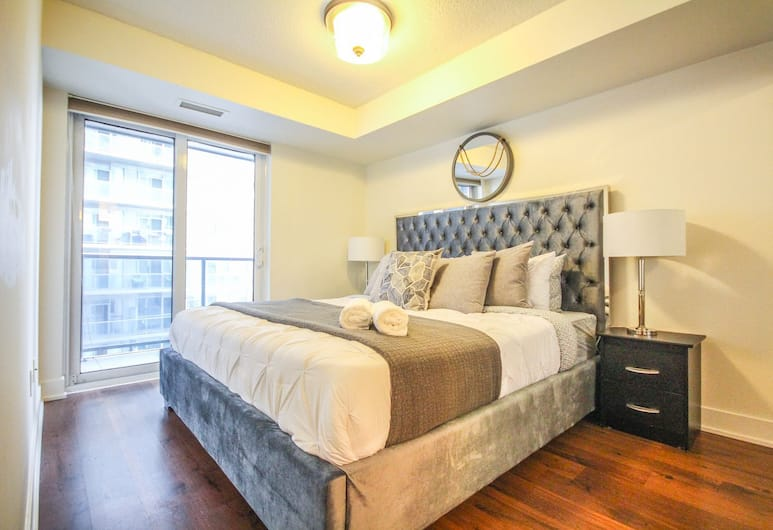 Sarkar Suites - 75 Queens Wharf, Toronto