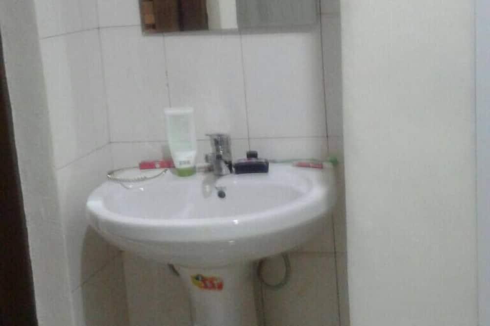 Nhà truyền thống - Chậu rửa trong phòng tắm