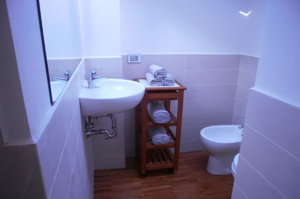 Standard Duplex - Bathroom