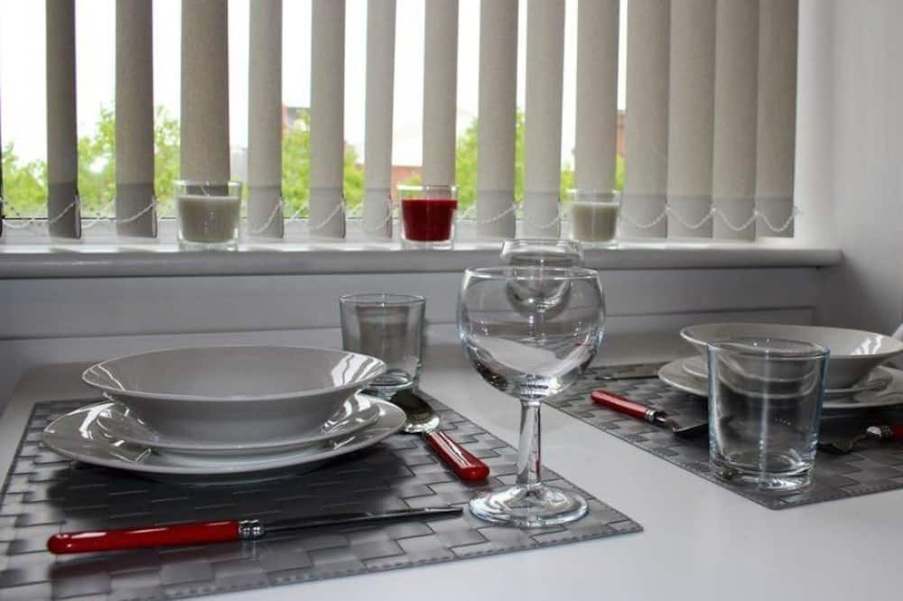 Apartment (Ground Floor) - In-Room Dining
