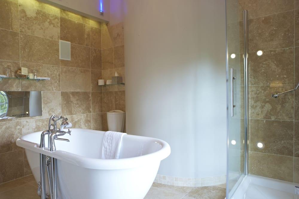 State Room Split Level - Bathroom