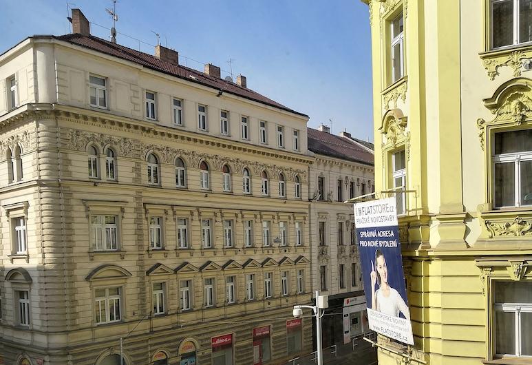 Mirtta, Praga, Frente do imóvel
