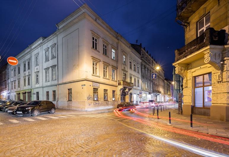 Apartments with bedrooms at the center, Lviv, Otelin ön cephesi