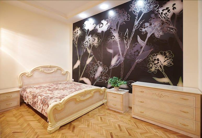 Two bedrooms at the center on Kulisha, Lviv