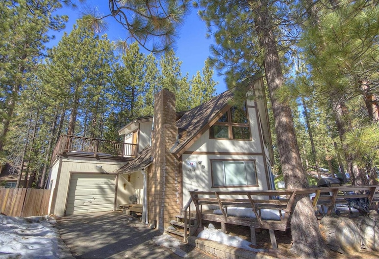 Brule Bear Den, South Lake Tahoe, Front of property