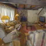 Cabane, plusieurs lits, cheminée - Salle de séjour