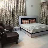 Deluxe Tek Büyük Yataklı Oda, 2 Çift Kişilik Yatak - Oturma Odası