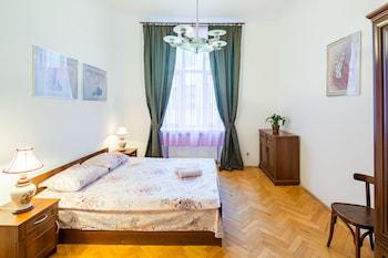 ภาพ Three rooms on Hnatyuka 3 ใน Lviv