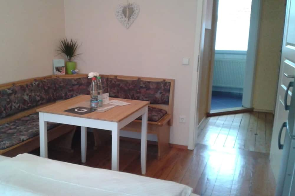 Habitación doble, baño privado - Servicio de comidas en la habitación