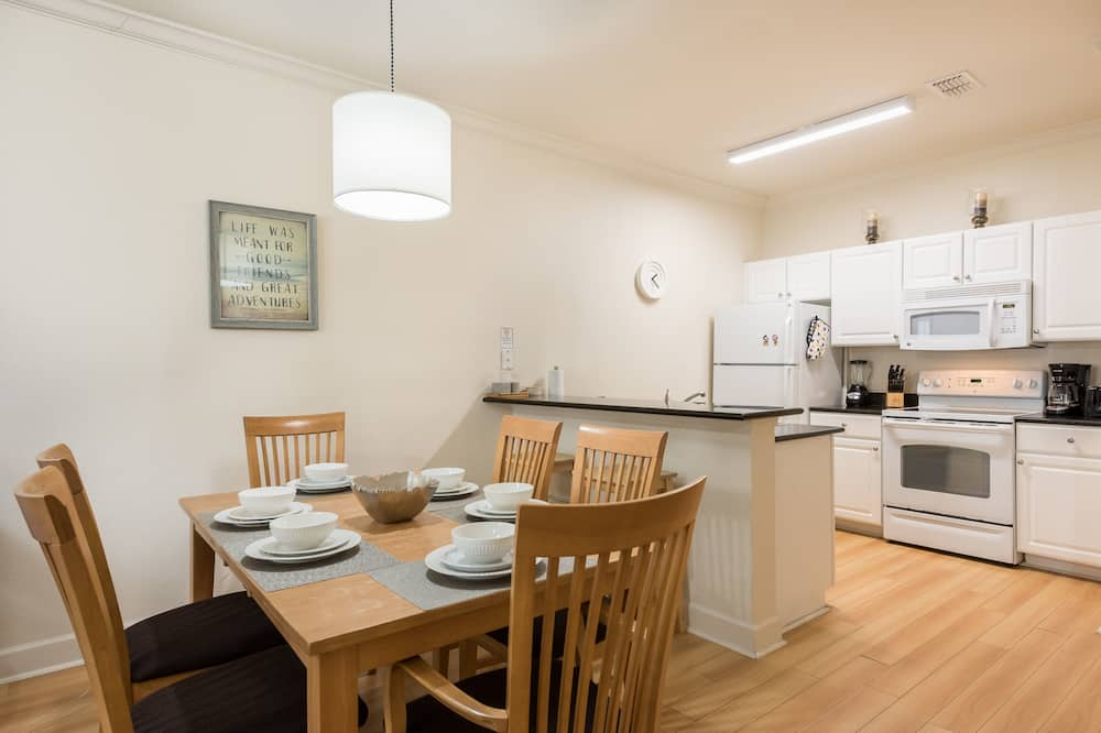 Townhome, 3 Bedrooms - Tempat Makan dalam Bilik