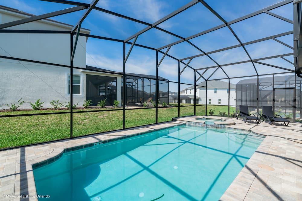 منزل - ٦ غرف نوم - حمام سباحة