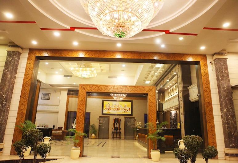 阿南達帝國飯店, 比拉斯布爾