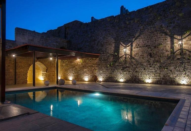 Villa Fluvian, Rodosz, Kültéri medence
