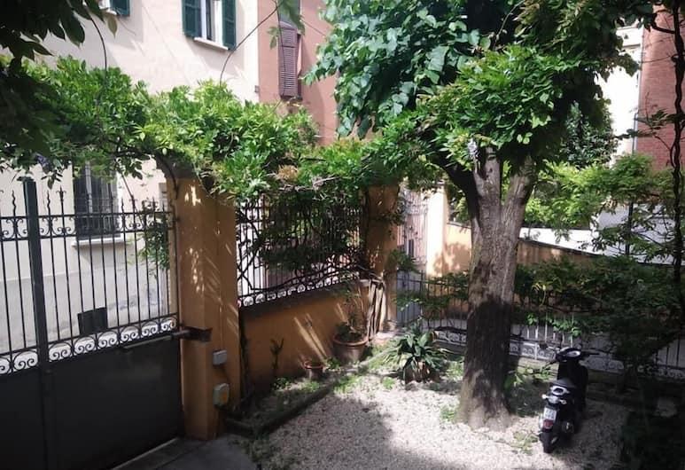 Tilia, Bologna, Cortile