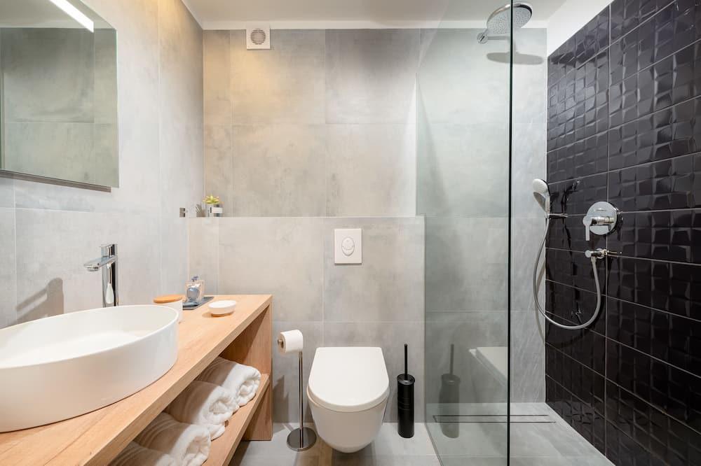 Pokoj Deluxe s dvojlůžkem nebo dvěma jednolůžky, výhled do zahrady (with Sofa Bed) - Koupelna