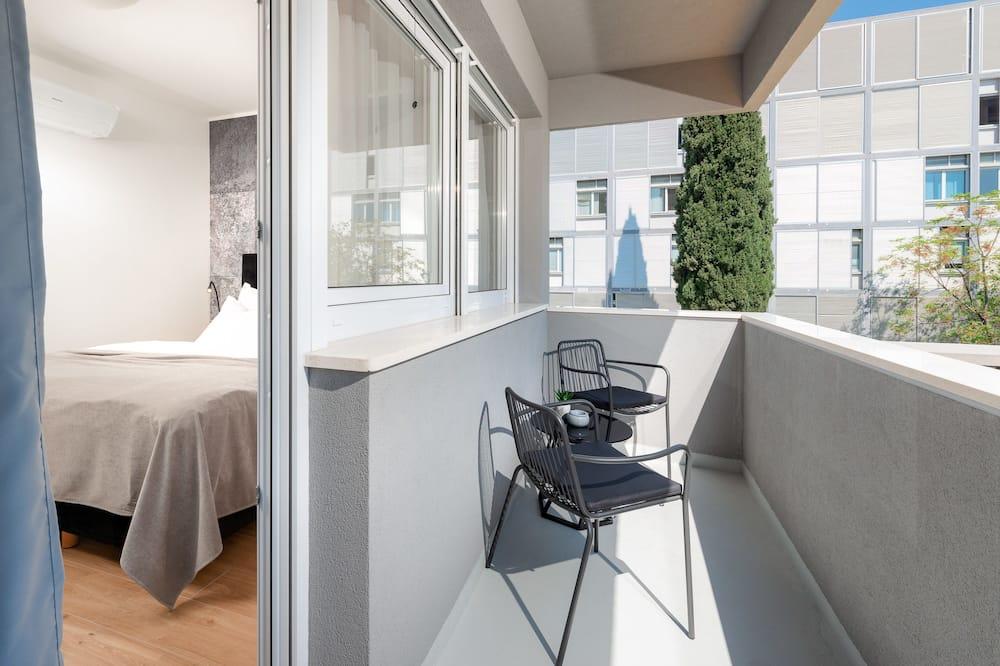 Pokoj Deluxe s dvojlůžkem nebo dvěma jednolůžky, balkon, výhled na město - Balkón