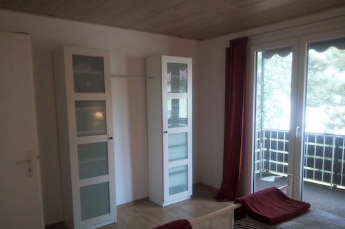 新しく改装された居心地の良いアパート/