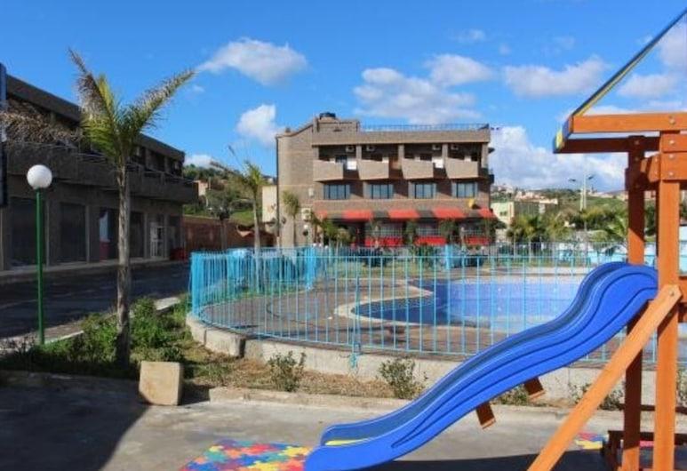 Motel Café Resto La Rocade, טזגין, בריכה חיצונית