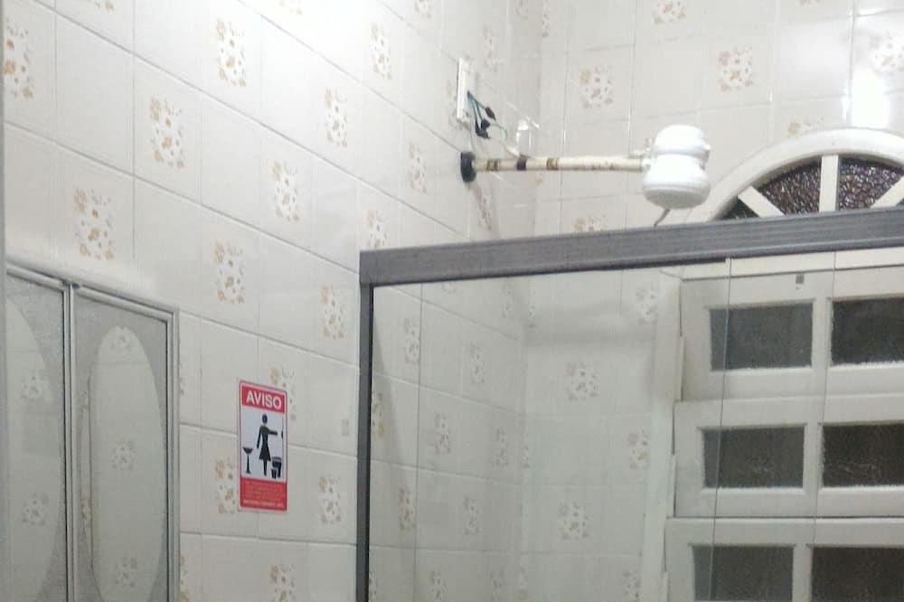 Spoločná zdieľaná izba, spoločná izba pre mužov aj ženy - Kúpeľňa