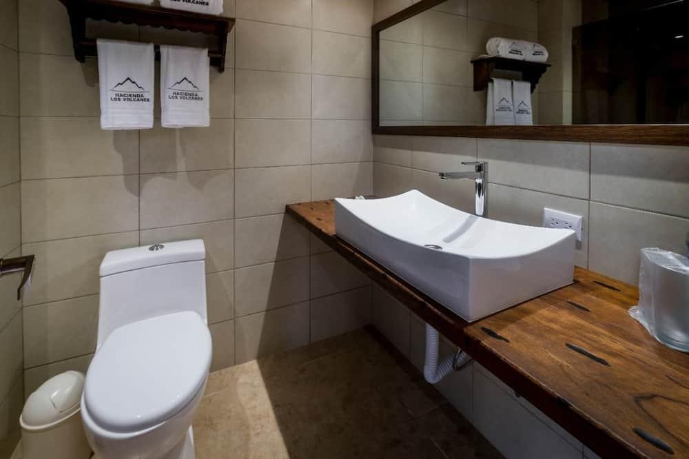 Deluxe Double Room, 2 Queen Beds, Garden View - Bathroom