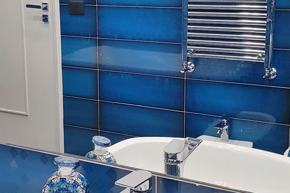 Panoramic Quadruple Room, Sea View - Bathroom