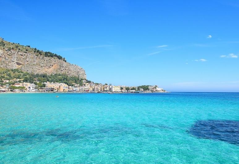Daysin Apartment, Palermo, Pláž