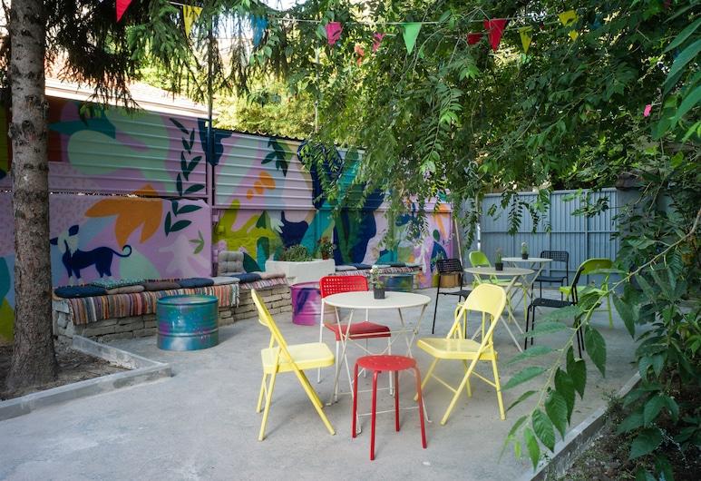 Good People Design Hostel, Belgrad, Dreibettzimmer (External Shared Bathroom), Terrasse/Patio