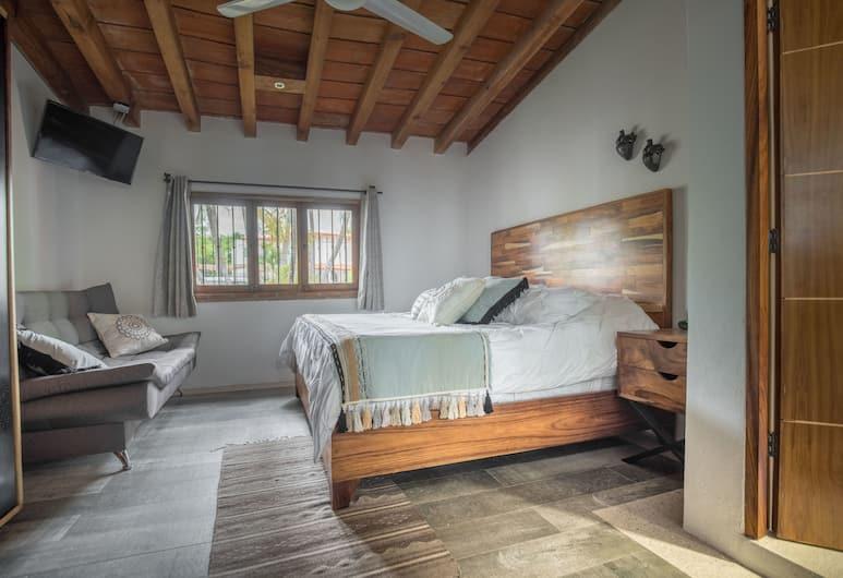 A Villa San Juan Bed & Breakfast, Nuevo Vallarta, Family neljatuba, 1 ülilai voodi ja diivanvoodi, vaade aeda, Tuba