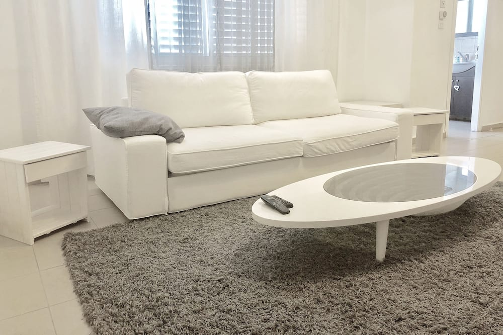 Comfort Apartment, 1 Queen Bed with Sofa bed, Non Smoking, Courtyard View - Living Room